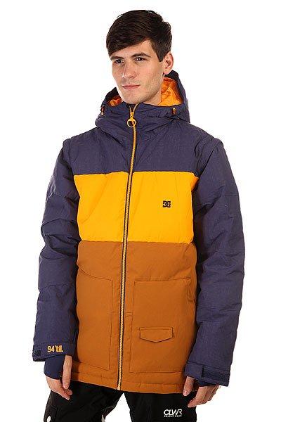 Куртка DC Downhill Jkt Patriot BlueКуртки<br>DC Downhill создана для морозных деньков и хорошего настроения, потому что надев ее даже при самых низких температурах Вы будете чувствовать комфорт и уют благодаря пуховому утеплителю в сочетании с влагостойкой тканью Exotex 10K. Вместительные карманы для рук и удобные внутренние карманы позволят захватить с собой на склон все необходимые мелочи, а снегозащитная юбка в сочетании с лайкровыми манжетами не позволит снегу проникнуть под крутку.<br>Технические характеристики: Утеплитель - пух Hybrid Down.Подкладка - тафта.Водонепроницаемая мембрана Exotex 10K(10 000 мм/10 000 г).Фиксированный капюшон с регулировкой.Высокий воротник - стойка.Два боковых кармана.Фиксированная снежная юбка.Внутренний сетчатый карман.Карман для медиа.Карман для ски-пасса.Регулируемые манжеты на липучках.Лайкровые манжеты с отверстием для большого пальца.Регулируемый подол на резинке.Застежка - молния.Фасон: стандартный (regular fit).<br><br>Размер EU: XS<br>Размер EU: M<br>Размер EU: L<br>Размер EU: XL<br>Цвет: синий,желтый<br>Тип: Куртка утепленная<br>Возраст: Взрослый<br>Пол: Мужской