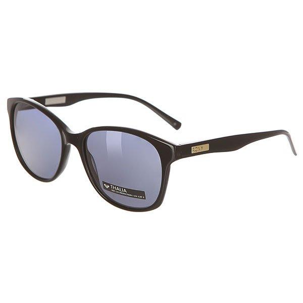 Очки женские Roxy Thalia Black Gold/BlueСолнцезащитные очки<br>Стильные очки от Roxy в квадратной оправе ручной работы из ацетата.Технические характеристики: Оправа ручной работы из ацетата.Линзы CR39 - безопасный и ударопрочный пластик.100% защита от солнечных лучей.Линза 3 категории защиты для превосходной фильтрации в очень солнечную погоду.Линзы Zeiss.Изогнутые петли.Кожаный чехол в комплекте.<br><br>Размер EU: One Size<br>Цвет: черный<br>Тип: Очки<br>Возраст: Взрослый<br>Пол: Женский