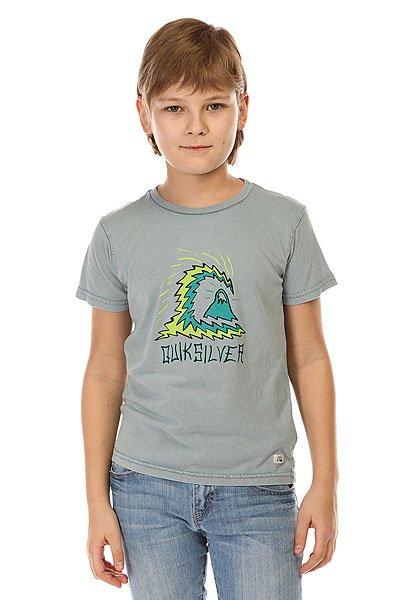 Футболка детская Quiksilver Storm Boy Tees Flint StoneФутболки и Майки<br>Однотонная детская футболка с креативным принтом Quiksilver.Технические характеристики: Ткань Джерси - трикотажное полотно из шерстяных, хлопчатобумажных, шелковых или синтетических нитей, которое обладает определенной эластичностью и способностью растягиваться.Классический фасон.Короткие рукава.Креативный принт от Quiksilver.Ярлычок с логотипом.<br><br>Размер EU: 3yrs<br>Размер EU: 2yrs<br>Размер EU: 5yrs<br>Размер EU: 6yrs<br>Размер EU: 7yrs<br>Цвет: серый<br>Тип: Футболка<br>Возраст: Детский
